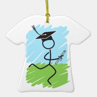Corredor divertido de la graduación - campo a adorno de cerámica en forma de camiseta
