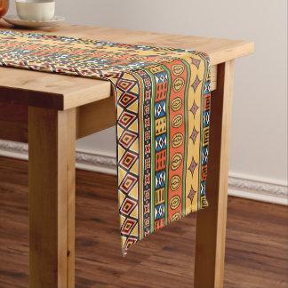 Corredor tribal africano de la tabla de la camino de mesa