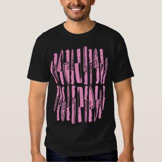 Cortado y cortado en cuadritos - rosa en oscuridad camisetas