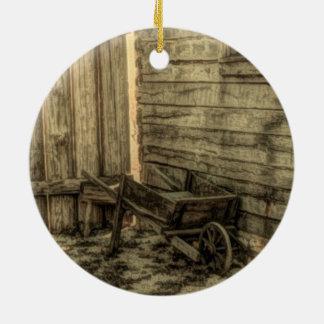 cortijo rústico de la carretilla de madera vieja adorno navideño redondo de cerámica