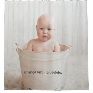 Cortina De Baño Bebé hermoso que se baña en una bañera