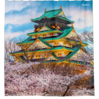 Cortina De Ducha Pagoda y Sakura japoneses del jardín en Osaka,