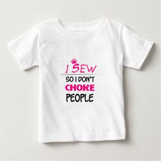 cosa, cosiendo amor de la mujer camiseta de bebé