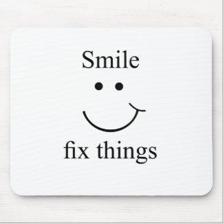 Cosas del arreglo de la sonrisa alfombrilla de ratón