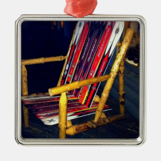 Cosas frescas de la silla del esquí a hacer con adorno navideño cuadrado de metal