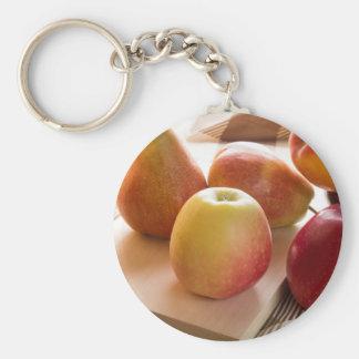 Cosecha del otoño de manzanas y de peras llavero