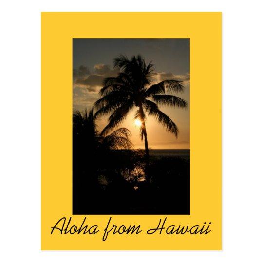 Costa costa hawaiana en la puesta del sol postal