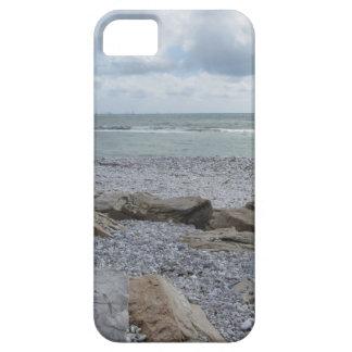 Costa de la playa con los veleros en el horizonte funda para iPhone SE/5/5s