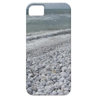 Costa de una playa en un día nublado en el verano funda para iPhone SE/5/5s
