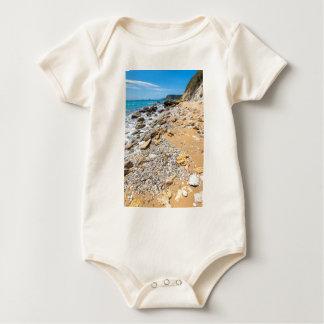 Costa rocosa Kefalonia Grecia del paisaje Body Para Bebé