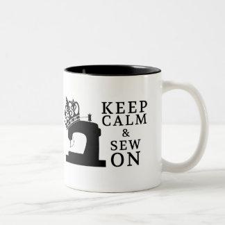 Costura • Guarde la calma para coser encendido • Taza De Café De Dos Colores
