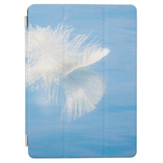 Cover De iPad Air La pluma blanca refleja en el agua el   Seabeck,