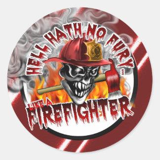 Cráneo 5 del bombero y llamas pegatina redonda