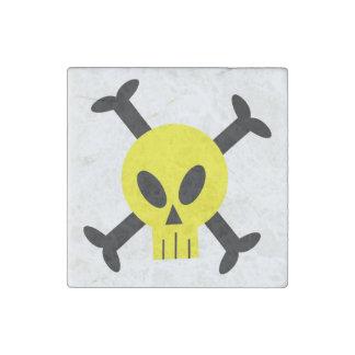Cráneo amarillo e imán de piedra de la bandera