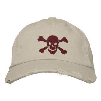 Cráneo clásico de la bandera pirata del pirata en gorra de béisbol