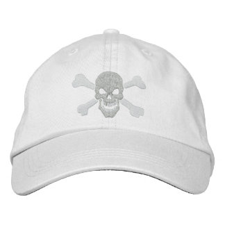 Cráneo clásico de la bandera pirata del pirata en gorro bordado