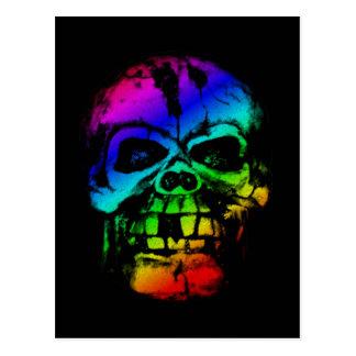 Cráneo colorido del arco iris postal