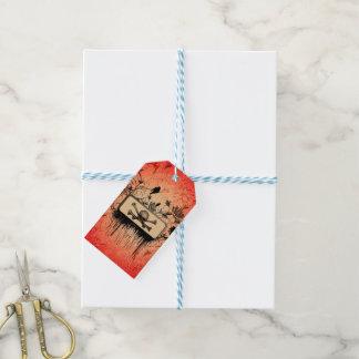 Cráneo con los huesos y los elementos florales etiquetas para regalos