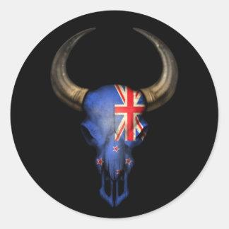 Cráneo de Bull de la bandera de Nueva Zelanda en Etiquetas Redondas