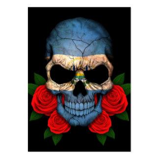 Cráneo de la bandera de El Salvador con los rosas  Tarjetas De Negocios