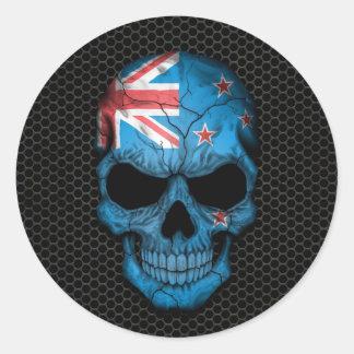 Cráneo de la bandera de Nueva Zelanda en el Pegatinas Redondas