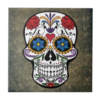 Cráneo del azúcar de los rosas rojos de Dia De Los Azulejo