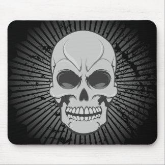 Cráneo enojado: Ejemplo del vector: Mousepad de en Tapetes De Ratones