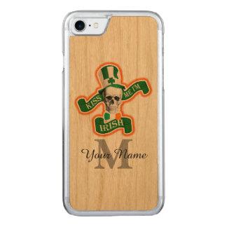 Cráneo irlandés divertido con monograma funda para iPhone 7 de carved