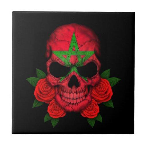 Cráneo marroquí de la bandera con los rosas rojos tejas  ceramicas