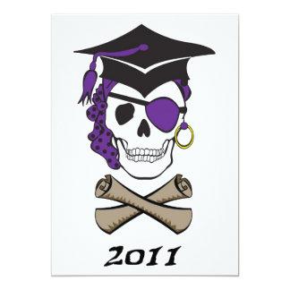 Cráneo púrpura del pirata de la graduación invitación 12,7 x 17,8 cm
