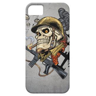 Cráneo que fuma con el casco, los aeroplanos y las funda para iPhone SE/5/5s
