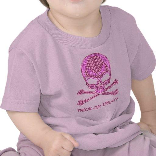 Cráneo rosado impreso y bandera pirata del diamant camisetas