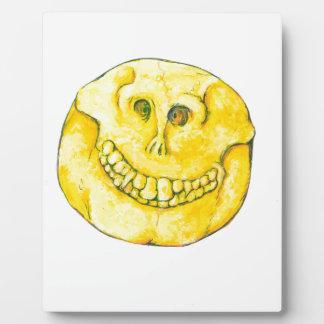 Cráneo sonriente de la cara placa expositora