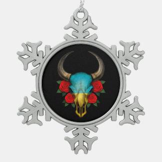 Cráneo ucraniano de Bull de la bandera con los ros Adornos