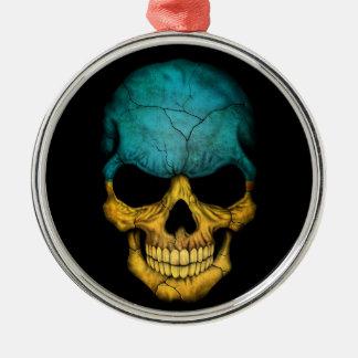 Cráneo ucraniano de la bandera en negro ornato