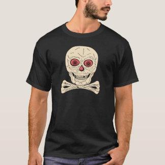 Cráneo y bandera pirata de Halloween del vintage Camiseta