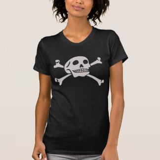 Cráneo y camiseta de la bandera pirata