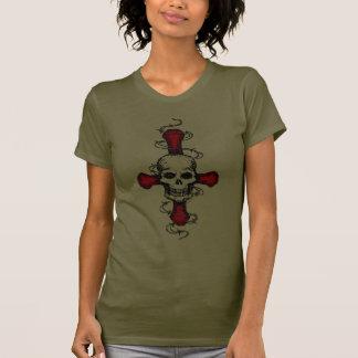 Cráneo y camiseta de la cruz