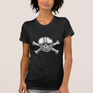 Cráneo y futbolista de los huesos de la cruz camiseta