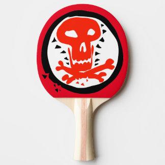 cráneo y huesos rojos y ejemplo negro pala de ping pong