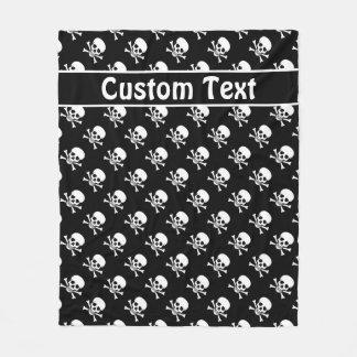 Cráneo y manta de la bandera pirata con el texto