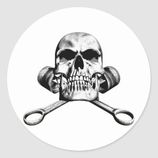 Cráneo y pistones etiqueta redonda