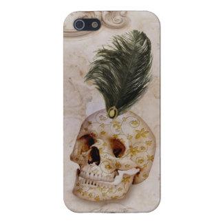 Cráneo y pluma de lujo en el mármol iPhone 5 cárcasa