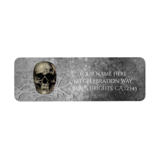 Cráneo y una pila de fiesta gótico de Halloween de Etiqueta De Remitente