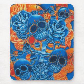 Cráneos azules y anaranjados alfombrilla de ratón