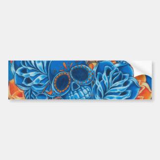 Cráneos azules y anaranjados etiqueta de parachoque