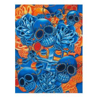 Cráneos azules y anaranjados postal