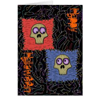 Cráneos divertidos en tarjeta del feliz Halloween
