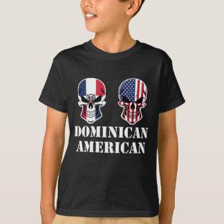 Cráneos dominicanos de la bandera americana camiseta