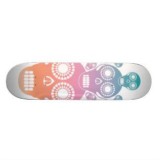 Cráneos en colores pastel blancos patin personalizado